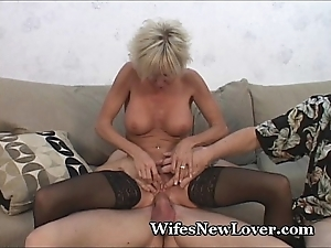 Experienced milf gratified away from youthful beau
