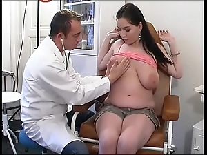 Unnatural gynaecologist tastes the patient's love tunnel
