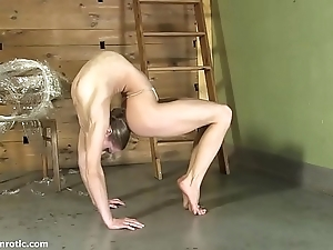 Contortionist tanya shackles themselves alongside