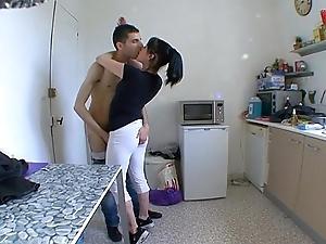 Ma femme dumfound a baiser dans sa cuisine !