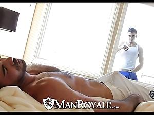 Manroyale - objet de virtu smile radiantly gets screwed by a dad
