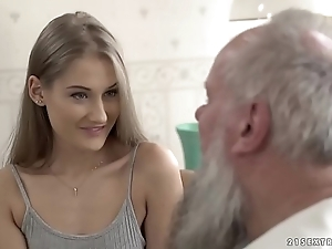 Teen stunner vs venerable grand-dad - tiffany tatum and albert